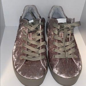 🌸NWOB RAG & BONE grey sneakers